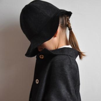 Chapeau bord court, lainage gris