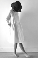Uniform pleated long sleeves dress, white linen
