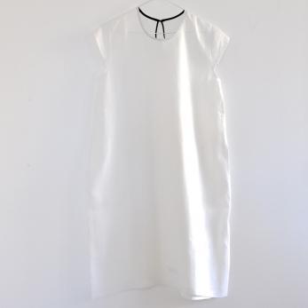 Uniform short sleeves flared dress, white linen
