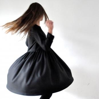 Robe à plis manches longues Uniforme, lainage noir