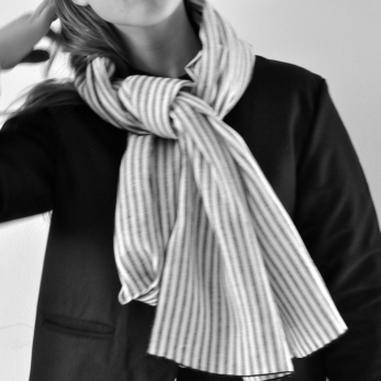 Scarf, light stripes linen
