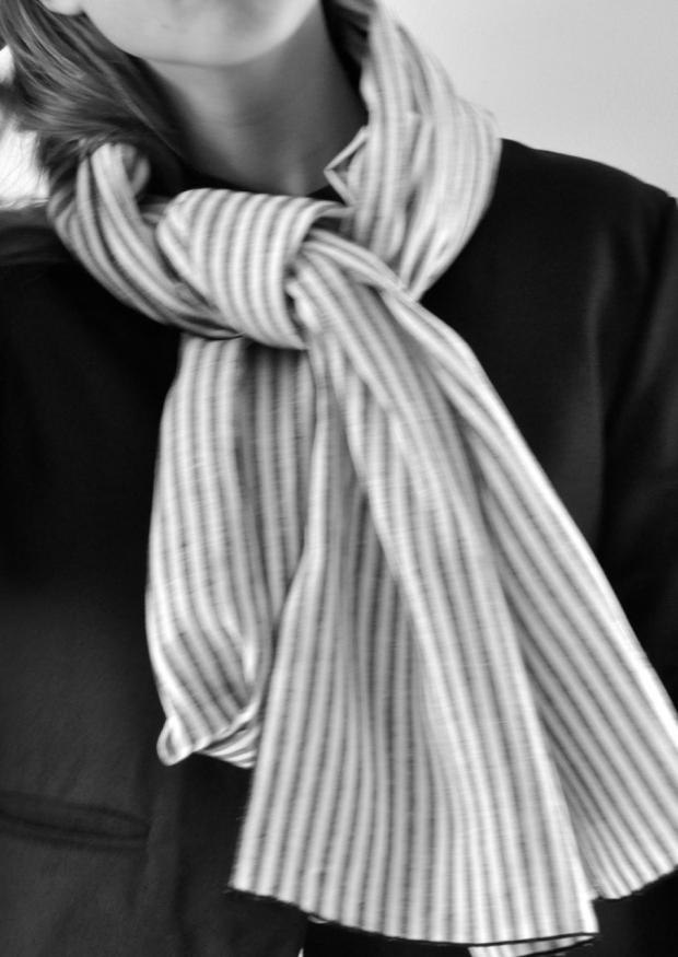 Scarf, light stripes linen