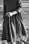 Robe à plis manches longues Uniforme, lin rayures sombres