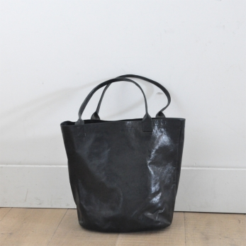 BUCKET BAG, black leather