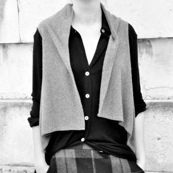 """Veste sans manche """"femme"""", maille épaisse grise"""