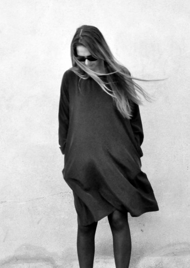 Robe évasée manches longues, soie noire