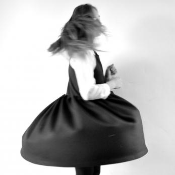 Robe à plis sans manche, lainage noir