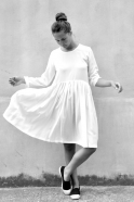 Robe à plis manches longues, soie blanche