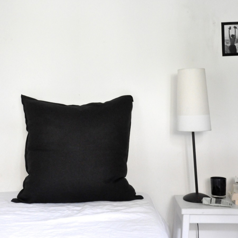 taie d 39 oreiller en lin fin noir. Black Bedroom Furniture Sets. Home Design Ideas