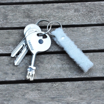 Porte-clé LEONIE, mouton bouclé blanc