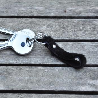 Porte-clé LEONIE, mouton bouclé noir