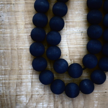 Wooden pearl necklace, indigo