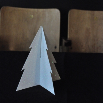 Sapin en papier glitter blanc