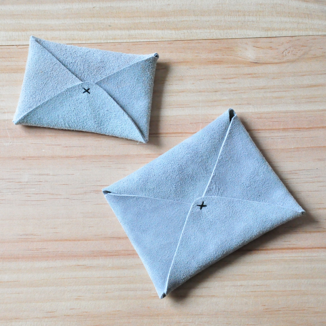 Origami card holder: Very easy tutorial. Perfect way to present a ... | 1280x1280
