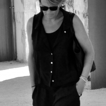 Sleeveless shirt, black silk