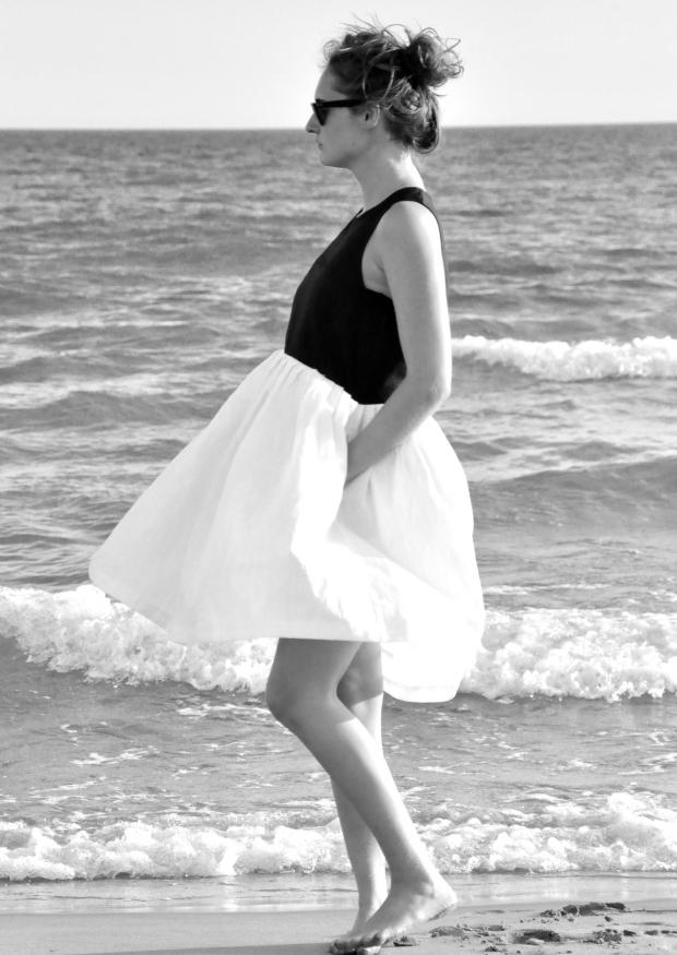 Robe à plis sans manche bicolore, lin noir et blanc