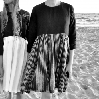 Bicolor pleated dress, long sleeves, black and dark stripes linen