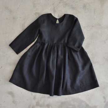 Pleated dress,  long sleeves, black linen