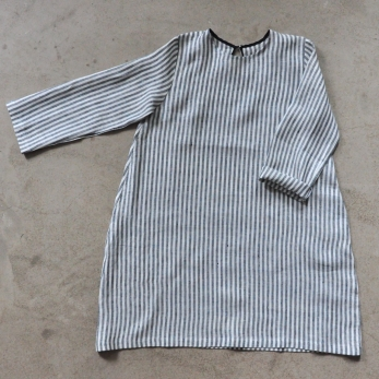 Flared dress, long sleeves, light stripes linen