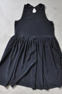 Robe à plis sans manche, soie noire