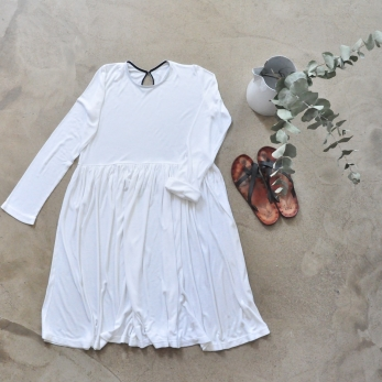 Pleated dress,  long sleeves, white bamboo