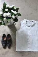Sleeveless shirt, white linen