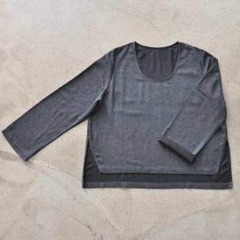 Blouse évasée, lainage fin gris