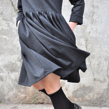 Pleated dress,  long sleeves, heather wool blend