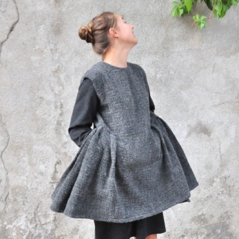 Apron-dress, curly wool drap