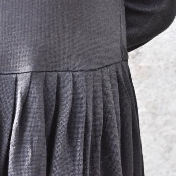 Robe à plis manches longues, maille noire