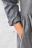 Robe à plis manches longues, lainage gris