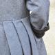 Manteau à plis, jean bleu