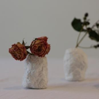 Set of 3 rosebud vases, white
