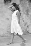 Robe à plis sans manche, soie blanche