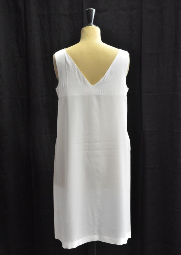 Robe dos V, soie blanche