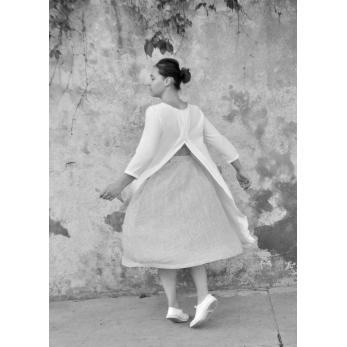Robe ouverte, soie blanche