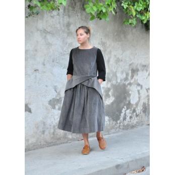 Robe à plis, velours gris
