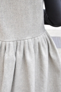 Robe à plis sans manches, drap tourterelle