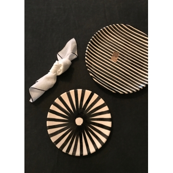 Striped plate black