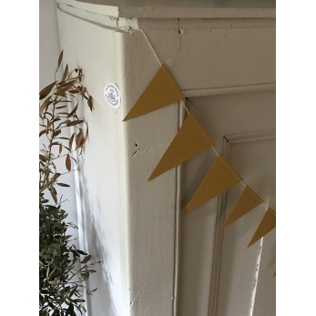 Garland Flags, gold