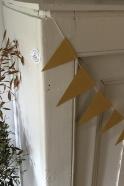 Garland Flags, gold