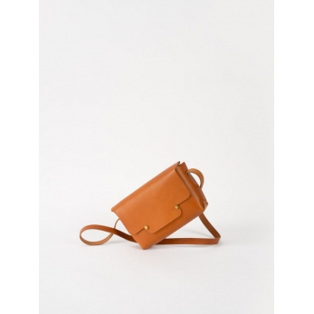 The shoulder strap rectangle bag, whisky leather