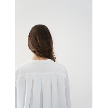 Long sleeves pleated shirt, white silk