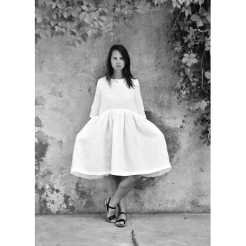Pleated dress,  3/4 sleeves, white linen
