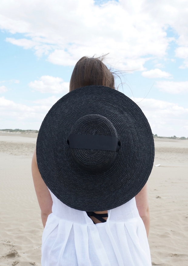 Basic hat, black straw
