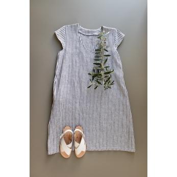 Flared dress, short sleeves, V neck, light stripes linen
