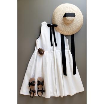 Robe nouée à plis, jean blanc