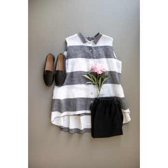 Sleeveless pleated shirt, white stripes linen