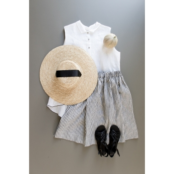 Sleeveless pleated shirt, white linen