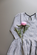 Robe à plis manches 3/4, lin rayures claires